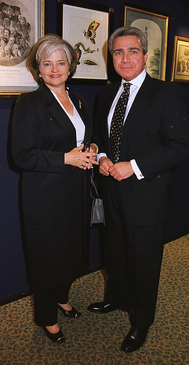 The USA Ambassador MR PHILIP LADER & MRS LADER, at an antiques fair in London on 9th June 1999.MSY 71