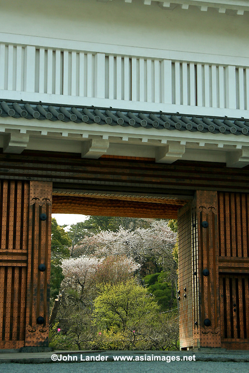 "Gate to Odawara Castle - Odawara is the gateway to Fuji Hakone National Park and the nearest Shinkansen Bullet Train station.  Odawara is well known for its castle, the nearest city to Hakone and also fish cakes or ""kamaboko"" a Japanese delicacy"