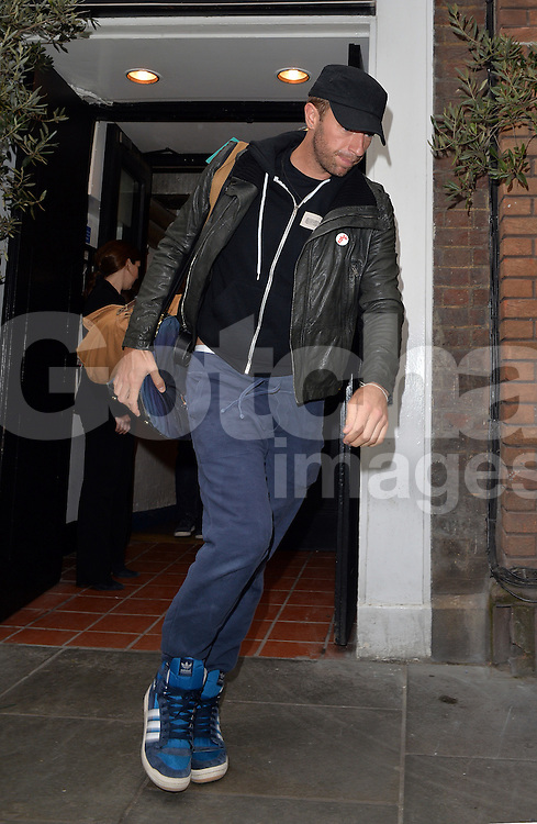 Coldplay frontman Chris Martin pictured leaving Claridges hotel this morning, after partying at The Arts Club with the Beckhams on Sunday night. London, UK. 28/04/2014<br />