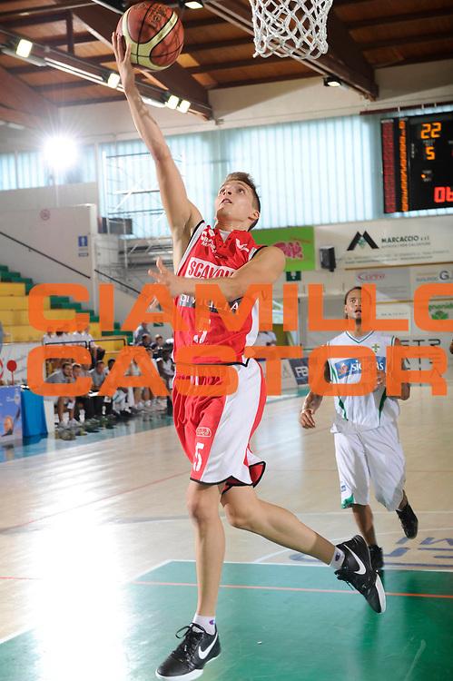 DESCRIZIONE : Porto Sant Elpidio Lega A 2011-2012 Torneo Della Calzatura Scavolini Siviglia Pesaro Sidigas Avellino<br /> GIOCATORE : Andrea Traini<br /> CATEGORIA : tiro<br /> SQUADRA : Scavolini Siviglia Pesaro<br /> EVENTO : Campionato Lega A 2011-2012<br /> GARA : Scavolini Siviglia Pesaro Sidigas Avellino<br /> DATA : 24/09/2011<br /> SPORT : Pallacanestro<br /> AUTORE : Agenzia Ciamillo-Castoria/C.De Massis<br /> GALLERIA : Lega Basket A 2011-2012<br /> FOTONOTIZIA : Porto Sant Elpidio Lega A 2011-2012 Torneo Della Calzatura Scavolini Siviglia Pesaro Sidigas Avellino<br /> PREDEFINITA :