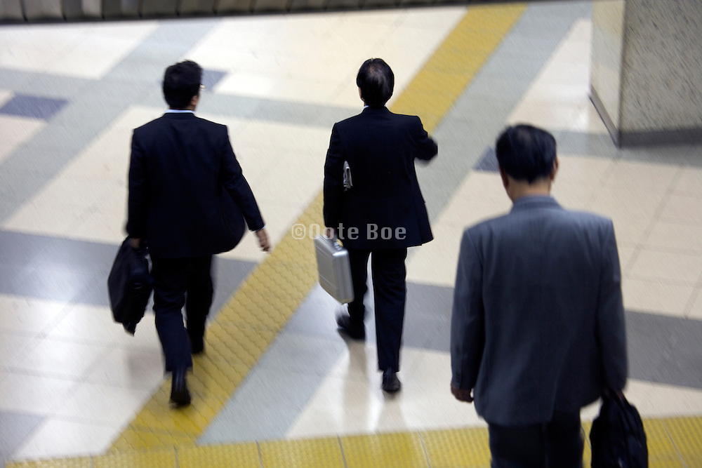 businessmen rushing to a meeting