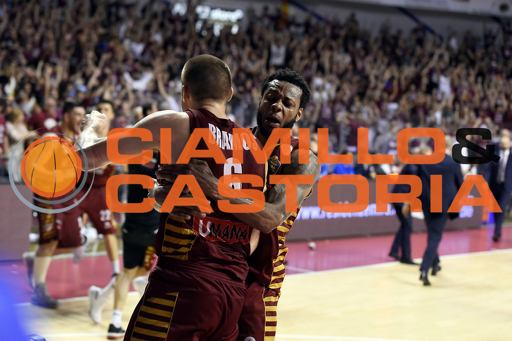 Michael Bramos, MarQuez Haynes<br /> Umana Reyer Venezia - Dolomiti Energia Aquila Basket Trento<br /> Lega Basket Serie A 2016/2017<br /> Playoff, finale gara 5<br /> Venezia, 18/06/2017<br /> Foto M.Ceretti / Ciamillo-Castoria