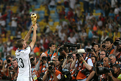 13.07.2014, Maracana, Rio de Janeiro, BRA, FIFA WM, Deutschland vs Argentinien, Finale, im Bild Christoph Kramer (GER) mit dem WM-Pokal // during Final match between Germany and Argentina of the FIFA Worldcup Brazil 2014 at the Maracana in Rio de Janeiro, Brazil on 2014/07/13. EXPA Pictures © 2014, PhotoCredit: EXPA/ Eibner-Pressefoto/ Cezaro<br /> <br /> *****ATTENTION - OUT of GER*****