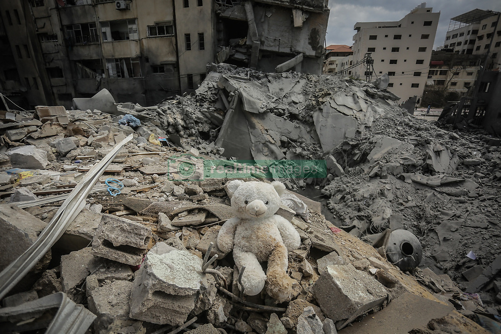 March 26, 2019 - Gaza City, The Gaza Strip - stuffed animal sits in Rubble of a house in Gaza city after Israeli warplanes carried out dozens of airstrikes across the Gaza strip,The Israeli escalation came after a Gaza rocket struck an Israeli house. (Credit Image: © Abed Alrahman Alkahlout/Quds Net News via ZUMA Wire)