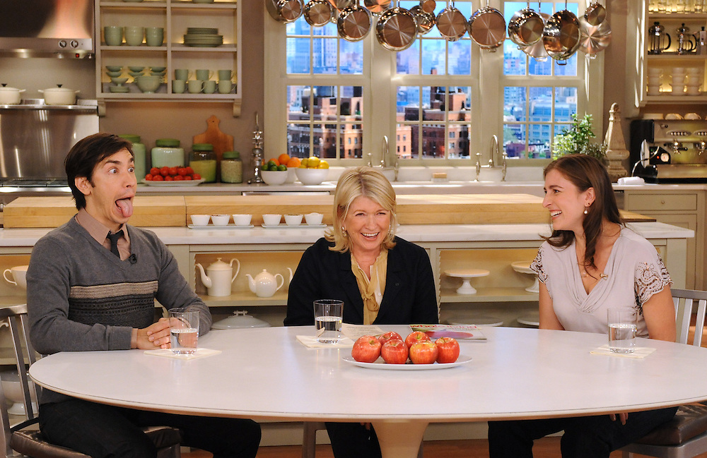"Actor Justin Long, Martha Stewart and Sophie Herbert perform facial yoga during the production of ""The Martha Stewart Show"" in New York on Tuesday, September 14, 2010. (Photo: David E. Steele/The Martha Stewart Show)"