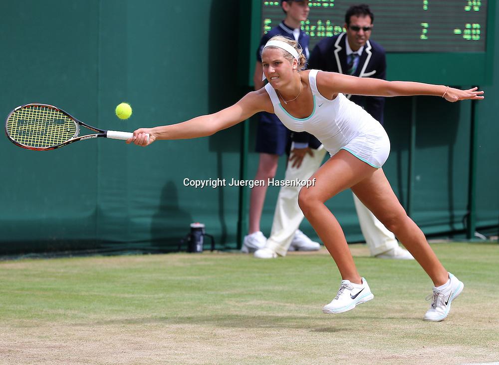Wimbledon Championships 2012 AELTC,London,.ITF Grand Slam Tennis Tournament, Junioren Wettbewerb, Antonia Lottner (GER),Aktion,Einzelbild,Ganzkoerper,Querformat,.