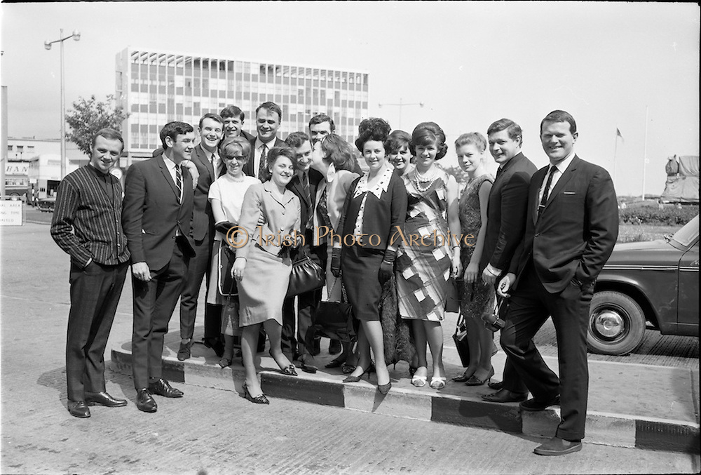 30/05/1964<br /> 05/30/1964<br /> 30 May 1964<br /> Capitol Showband leave for Germany from Dublin Airport. The Capitol Show band left for Frankfurt where they took part in a concert for the forces. Picture includes Butch Moore; Des Kelly; Eamonn Monahan; John Kelly; Bram McCarthy; Jimmy Hogan; Paddy Cole; Don Long and Jim Doherty before boarding the flight to Germany.
