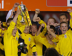 Manchester, England - Thursday, April 26, 2007: Liverpool's captain Jay Spearing lifts the FA Youth Cup as he lifts it for the second successive year after beating Manchester United on penalties during the FA Youth Cup Final 2nd Leg at Old Trafford. L-R: Charlie Barnett, Astrit Ajdarevic, Robbie Threlfall, Craig Lindfield, Jimmy Ryan, Ray Putterill, Ryan Flynn, Steven Irwin. (Pic by David Rawcliffe/Propaganda)