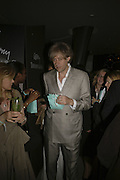 Bob Geldof, Sketches Of Frank Gehry, Tiffany & Co post screening party. Nobu, 10 May 2006. ONE TIME USE ONLY - DO NOT ARCHIVE  © Copyright Photograph by Dafydd Jones 66 Stockwell Park Rd. London SW9 0DA Tel 020 7733 0108 www.dafjones.com