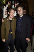Tom Hollander and Sam Mendes. Uncle Vanya, Donmar Warehouse and afterwards at 1 Aldwych. 30 September 2002. © Copyright Photograph by Dafydd Jones 66 Stockwell Park Rd. London SW9 0DA Tel 020 7733 0108 www.dafjones.com