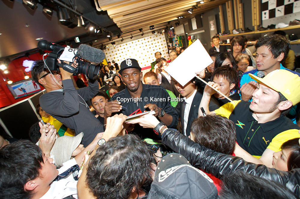 Usain Bolt with fans in Puma Store Tokyo October'12