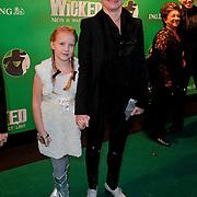 NLD/Scheveningen/20111106 - Premiere musical Wicked, Bianca Krijgsman en dochter