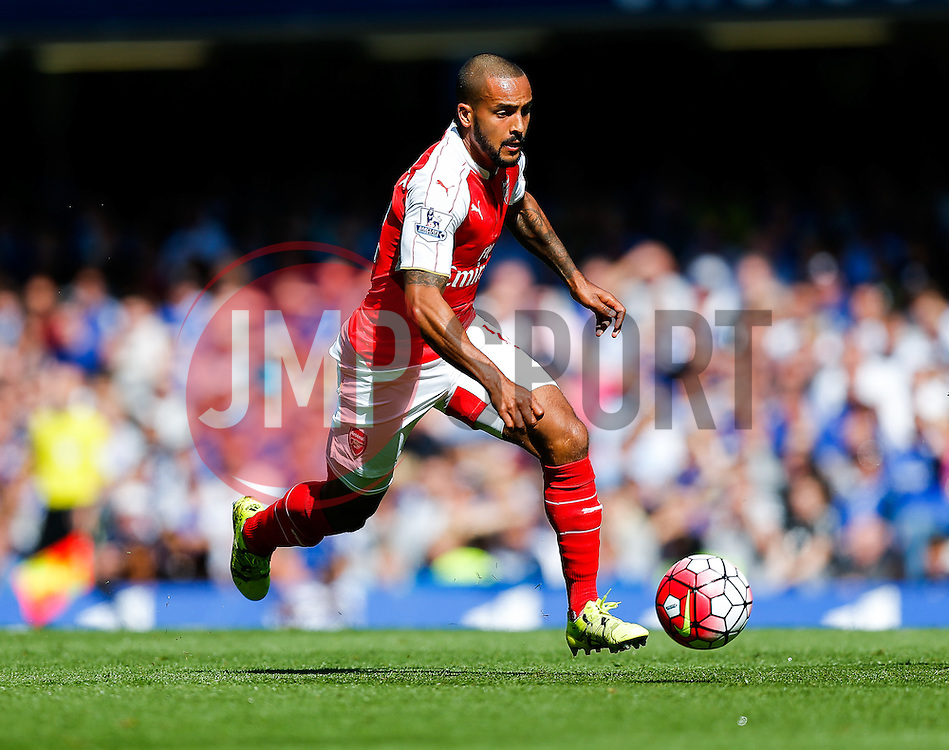 Theo Walcott of Arsenal in action - Mandatory byline: Rogan Thomson/JMP - 07966 386802 - 19/09/2015 - FOOTBALL - Stamford Bridge Stadium - London, England - Chelsea v Arsenal - Barclays Premier League.