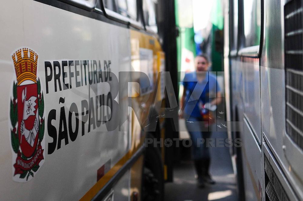 SAO PAULO, SP 10 de julho 2013-Sidicatos de onibus fecham o Terminal D.Pedro ll no Centro de Sao Paulo.Os manifestantes reivindicam transparência no pleito eleitoral do Sindicato dos Motoristas de São Paulo.    ADRIANO LIMA / BRAZIL PHOTO PRESS).