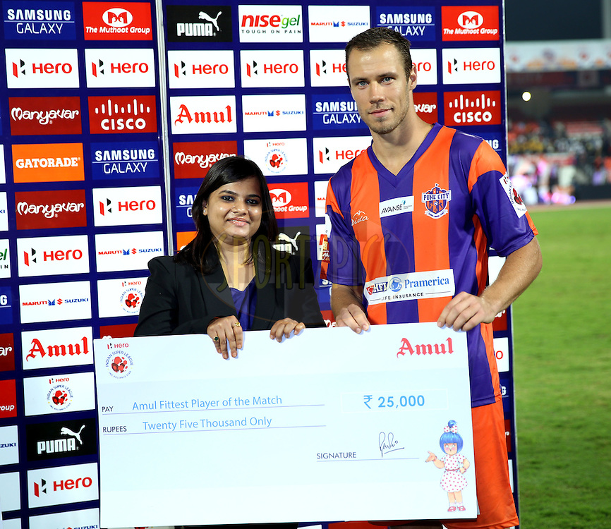Krisztian Vadocz FC Pune City recives Amul fittest player of the match award during the presentation of the match 44 of the Hero Indian Super League between FC Pune City and Atletico de Kolkata FC held at the Shree Shiv Chhatrapati Sports Complex Stadium, Pune, India on the 29th November 2014.<br /> <br /> Photo by:  Sandeep Shetty/ ISL/ SPORTZPICS