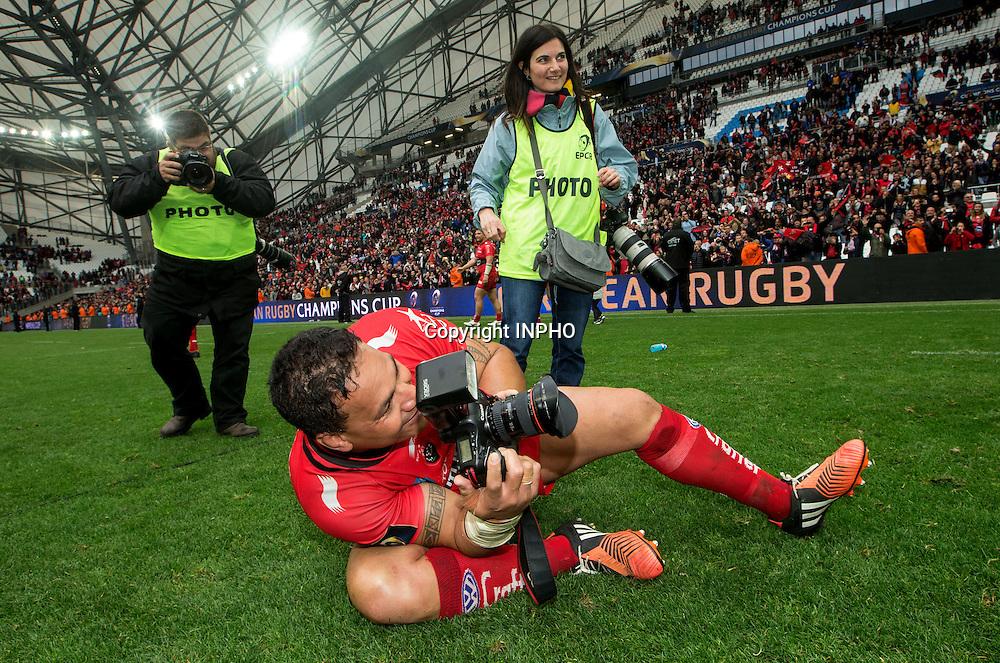 European Rugby Champions Cup Semi-Final, Stade V&eacute;lodrome, Marseille, France 19/4/2015<br /> RC Toulon vs Leinster<br /> Toulon's Chris Masoe takes some photos<br /> Mandatory Credit &copy;INPHO/James Crombie