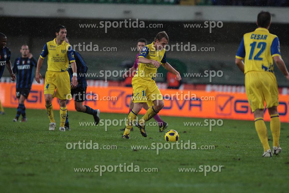 21/11/2010 SERIE A CALCIO, CHIEVOVERONA vs INTER, Bentegodi, Verona, Italia. Slovenian Cesar BOSTJAN .© Photo Pierre Teyssot / Sportida.com.