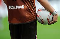 FUSSBALL   1. BUNDESLIGA   SAISON 2010/2011   3. SPIELTAG 1. FC Koeln - FC St. Pauli Hamburg                          12.09.2010 Symbolbild Fussball: Tormaschine, Schriftzug FC. St. Pauli