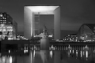 Paris, Arch of La defense, modern district , reflection in a water bassin/ quartier de la defense