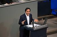 DEU, Deutschland, Germany, Berlin, 12.12.2017: Niema Movassat (Die Linke) bei einer Rede im Deutschen Bundestag.