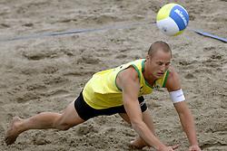 25-08-2006: VOLLEYBAL: NESTEA EUROPEAN CHAMPIONSHIP BEACHVOLLEYBALL: SCHEVENINGEN<br /> Gijs Ronnes<br /> &copy;2006-WWW.FOTOHOOGENDOORN.NL