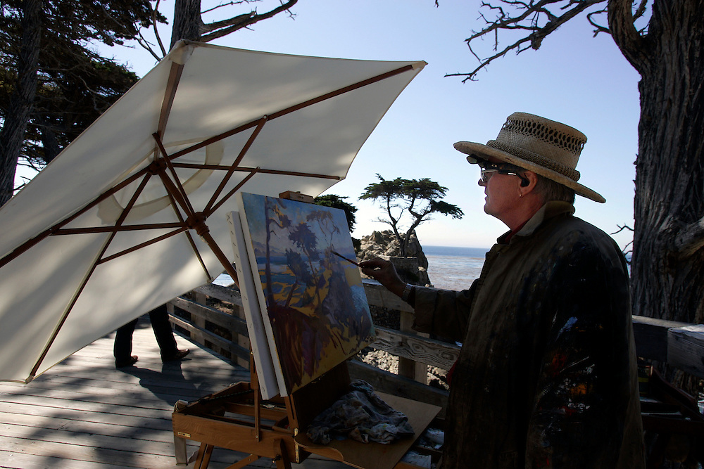"US-MONTEREY: The ""17 mile drive"" along the coast near Monterey, painting the Lonely Cypres . PHOTO: GERRIT DE HEUS"