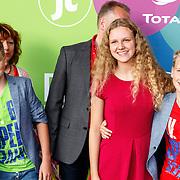 NLD/Hilversum/20150715 - Premiere Binnenstebuiten, Elaine Hakkaart en familie