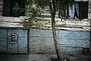 Facciate esterna di un convettillo nel quartiere de La Boca a Buenos Aires, 4 marzo 2011.<br /> Foto Christian Mantuano / OneShot