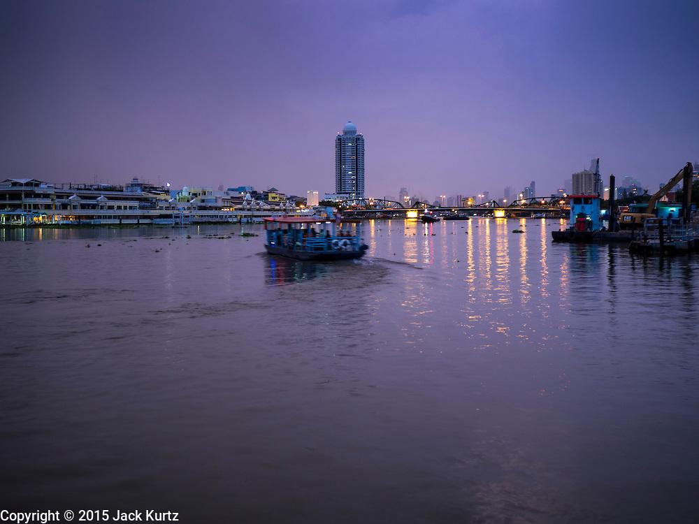 28 SEPTEMBER 2015 - BANGKOK, THAILAND: Boats on the Chao Phraya River in Bangkok at dawn.     PHOTO BY JACK KURTZ