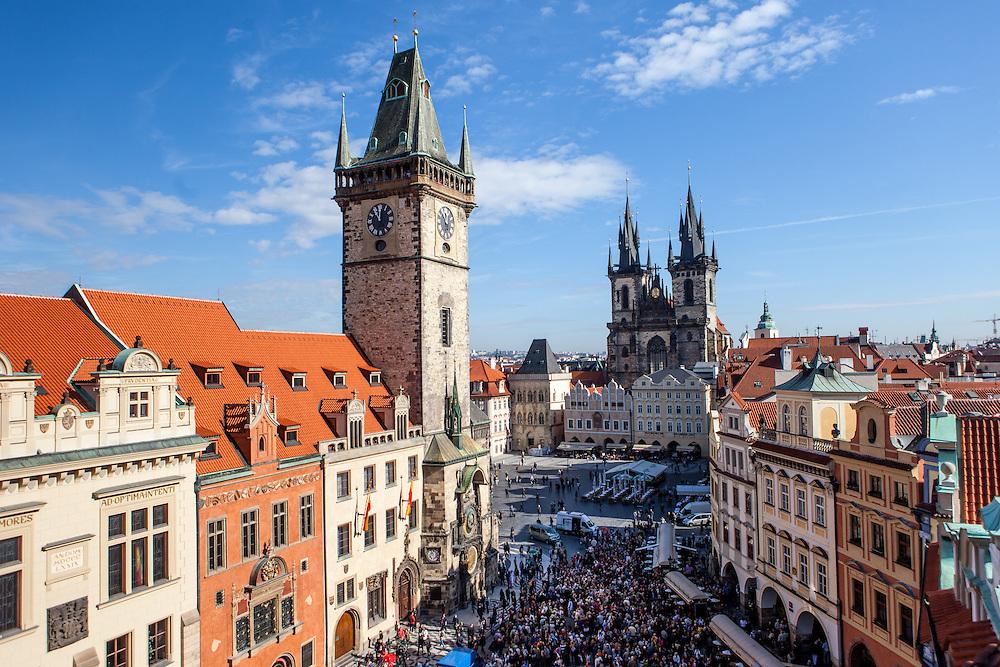 Blick auf das Altstädter Rathaus und den Altstädter Ring in Prag.