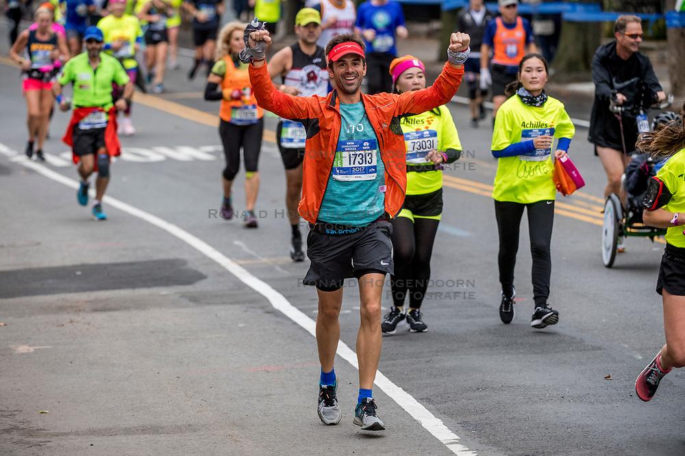05-11-2017 USA: NYC Marathon We Run 2 Change Diabetes day 3, New York<br /> De dag van de marathon, 42 km en 195 meter door de straten van Staten Island, Brooklyn, Queens, The Bronx en Manhattan / Tito, Spain
