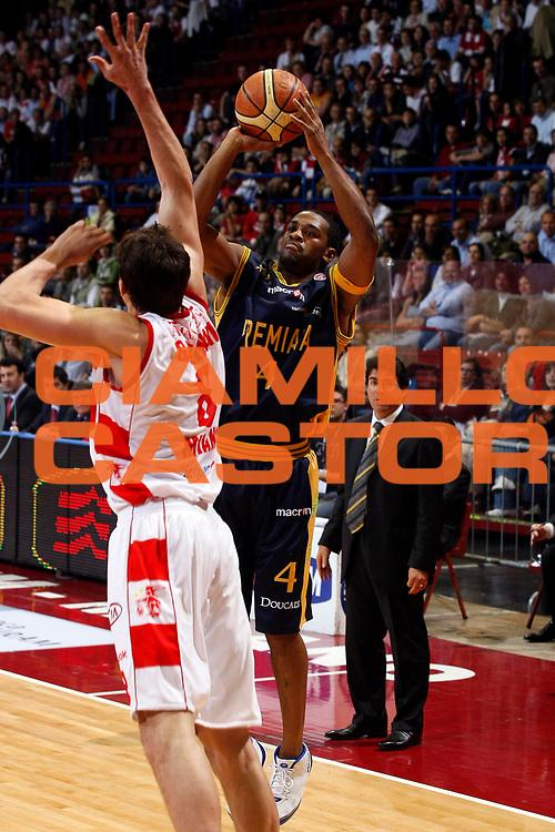 DESCRIZIONE : Milano Lega A1 2007-08 Playoff Quarti di Finale Gara 4 Armani Jeans Milano Premiata Montegranaro <br /> GIOCATORE : Ricky Minard<br /> SQUADRA : Premiata Montegranaro<br /> EVENTO : Campionato Lega A1 2007-2008 <br /> GARA : Armani Jeans Milano Premiata Montegranaro <br /> DATA : 16/05/2008 <br /> CATEGORIA : Tiro<br /> SPORT : Pallacanestro <br /> AUTORE : Agenzia Ciamillo-Castoria/G.Cottini