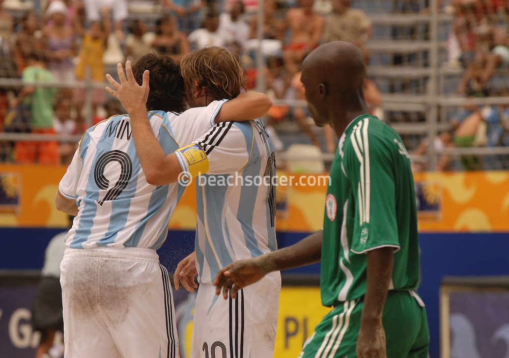 Football-FIFA Beach Soccer World Cup 2006 - Group D-ARG_NGA - Opening match of the Beachsoccer World Cup 2006. Ezequiel Lopez-ARG celebrates his goal with Facundo Minici- Rio de Janeiro - Brazil 02/11/2006<br />