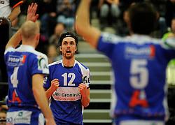 12-02-2011 VOLLEYBAL: AB GRONINGEN/LYCURGUS - DRAISMA DYNAMO: GRONINGEN<br /> In een bomvol Alfa-college Sportcentrum werd Dynamo met 3-2 (25-27, 23-25, 25-19, 25-23 en 16-14) verslagen door Lycurgus / Willem-Maarten Heins<br /> ©2011-WWW.FOTOHOOGENDOORN.NL