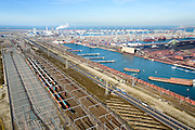 Nederland, Zuid-Holland, Rotterdam, 18-02-2015; Tweede Maasvlakte (MV2). Europaweg en Emplacement Maasvlakte West (Rail Terminal West). Aean het water van de Hartelhaven het Emplacement Maasvlakte Oost. In beheer bij Keyrail, exploitant Betuweroute. Zicht op de eleckrticiteitscentrales van E.ON., Delta Terminal, APM Terminals Rotterdam, ECT en EMO.<br /> <br /> Emplacement Maasvlakte West (West Rail Terminal) and  next to the Hartelharbour  the Emplacement Maasvlakte East. Managed by Keyrail, operator Betuweroute.<br /> <br /> luchtfoto (toeslag op standard tarieven);<br /> aerial photo (additional fee required);<br /> copyright foto/photo Siebe Swart