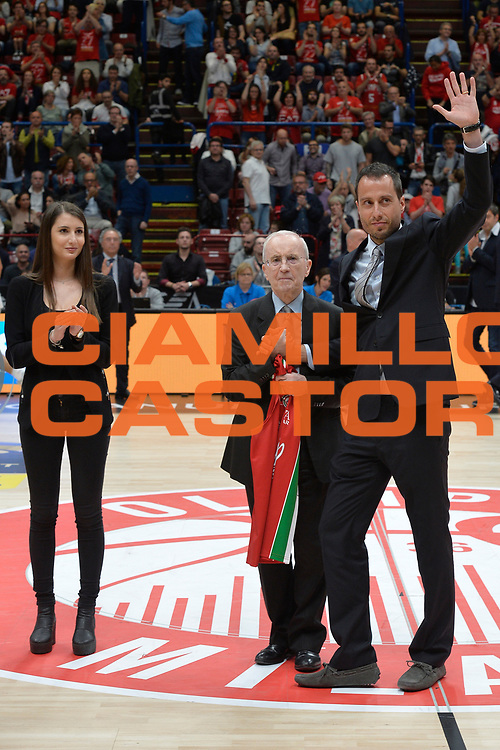Massimo Bulleri, Dan Peterson<br /> Olimpia EA7 Emporio Armani Milano vs Vanoli Cremona<br /> Lega Basket Serie A 2016/2017<br /> PlayOff semifinale gara 2<br /> Milano 14/05/2017<br /> Foto Ciamillo-Castoria / I.Mancini
