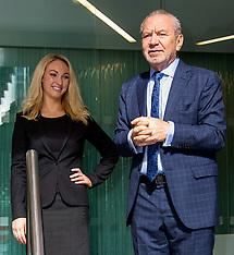 MAR 05 2014 Lord Alan Sugar visits Dr Leah