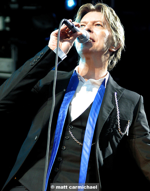 David Bowie performs at the Chicago Area Two stop.