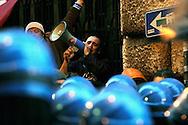 Roma 22 Dicembre 2009.Manifestazione dei lavoratori Fiat di fronte al Parlamento. Fiat Management SpA si è riunito con i rappresentanti del Governo e con i sindacati per discutere il futuro della produzione di auto nel paese,i lavoratori dalla Sicilia e dalla Campania sono venuti nella capitale per protestare contro i piani di chiusura degli impianti..Rome December 22, 2009.Fiat workers' demonstration in front of the Parliament. Fiat SpA management met with representatives of the Government and the unions to discuss the future of car production in the country, workers from Sicily and Campania have come to the capital to protest against plans to shut their plant.