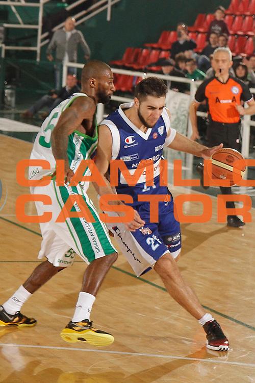 DESCRIZIONE : Avellino Lega A 2012-13 Sidigas Avellino Pallacanestro Cantu<br /> GIOCATORE : Pietro Aradori<br /> CATEGORIA : palleggio<br /> SQUADRA : Pallacanestro Cantu<br /> EVENTO : Campionato Lega A 2012-2013 <br /> GARA : Sidigas Avellino Pallacanestro Cantu<br /> DATA : 03/03/2013<br /> SPORT : Pallacanestro <br /> AUTORE : Agenzia Ciamillo-Castoria/A. De Lise<br /> Galleria : Lega Basket A 2012-2013  <br /> Fotonotizia : Avellino Lega A 2012-13 Sidigas Avellino Pallacanestro Cantu