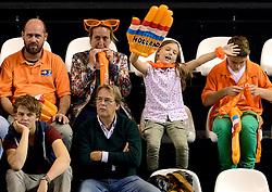 06-10-2013 VOLLEYBAL: WK KWALIFICATIE MANNEN NEDERLAND - ROEMENIE: ALMERE<br /> Nederland WINT met 3-0 van Roemenie en is daarmee groepswinnaar en plaatst zich voor de volgende ronde / Support publiek Oranje met oa Tanja Peree<br /> ©2013-FotoHoogendoorn.nl