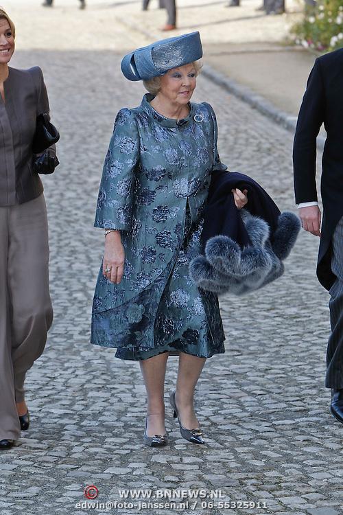 BEL/Brussel/20101120 - Huwelijk prinses Annemarie de Bourbon de Parme-Gualtherie van Weezel en bruidegom Carlos de Borbon de Parme, konining Beatrix