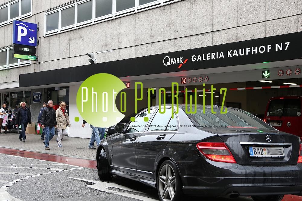 Mannheim. 12.10.12  Parken in der Innenstadt. Das gro&szlig;e Parkhaus in Q6 wird abgerissen. Die Autofahrer m&uuml;ssen auf andere Parkh&auml;user ausweichen.<br /> <br /> Bild: Markus Pro&szlig;witz 12OCT12 / masterpress /