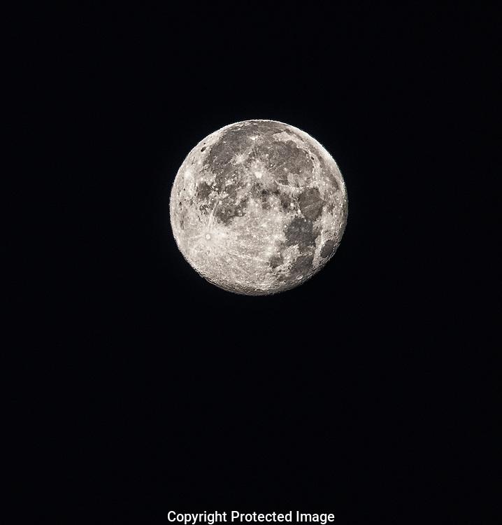 Full moon., Alberta, Canada, Isobel Springett