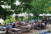 Biergarten Lingnerschloss, Dresden, Sachsen, Deutschland.|.beer garden Lingnerschloss, Dresden, Germany