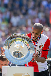 14-05-2017 NED: Kampioenswedstrijd Feyenoord - Heracles Almelo, Rotterdam<br /> In een uitverkochte Kuip pakt Feyenoord met een 3-1 overwinning het landskampioenschap / /De schaal, Karim El Ahmadi #8