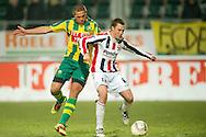 18-12-2010 ADO DEN HAAG - WILLEM II<br /> Ricardo Ippel in duel met Wesley Verhoek<br /> foto: Geert van Erven