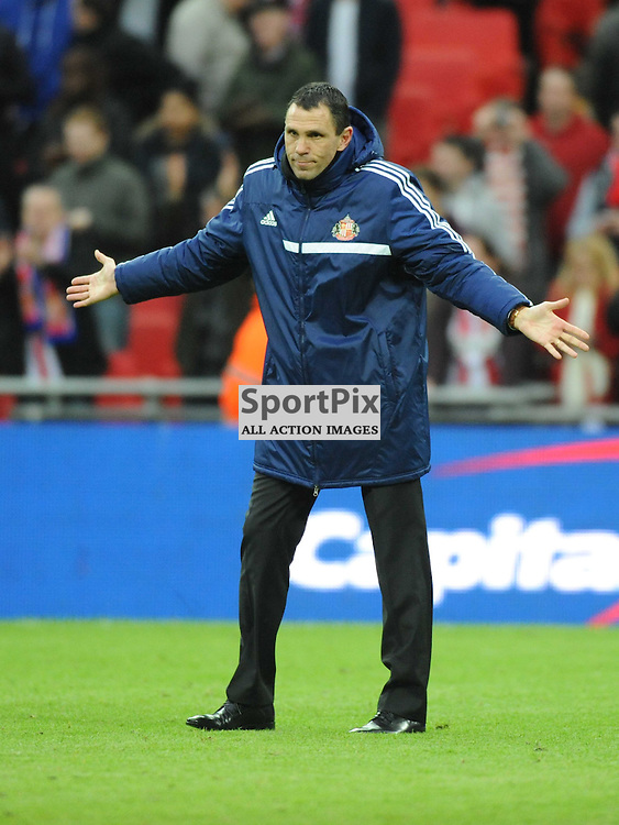 SUNDERLANDS MANAGER GUS POYET, SAYS SORRY TO THE SUNDERLAND FANS ON THE FINAL WHISTLE, Capital One Cup Final, Wembley, Manchester City v Sunderland, Sunday March 2nd 2014