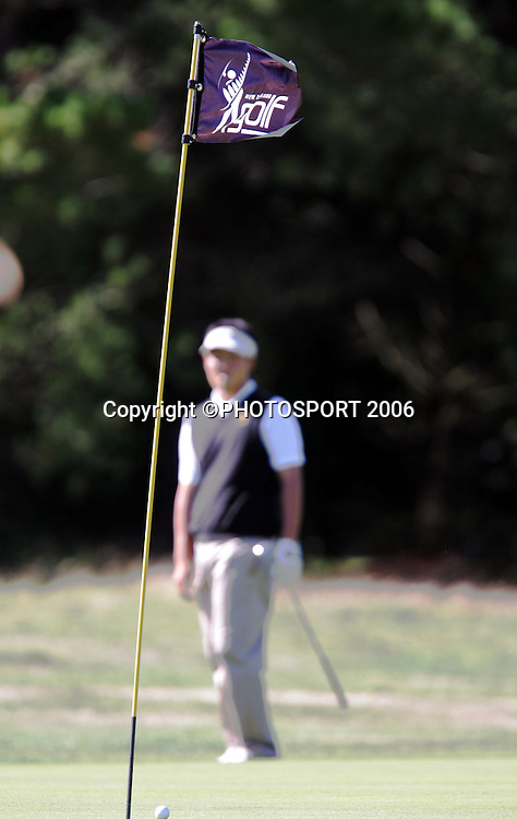 Australia's Won Joon Lee chips on to the green during his match against Australia's Mitchell Brown in the 2006 New Zealand Mens Golf Amateur Championship at Coringa Golf Course, Christchurch, on Saturday 8 April 2006. Brown won the match. Photo: Tim Hales/PHOTOSPORT