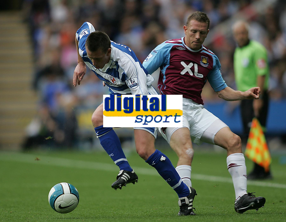 Photo: Lee Earle.<br /> Reading v West Ham United. The FA Barclays Premiership. 01/09/2007.Reading's Nicky Shorey (L) battles with Craig Bellamy.